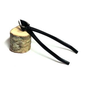 Bonsaitång/bonsaisax för grenar. Konkavt, vasst snitt ger lättläkta sår.
